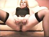 Girl britannique dans Anal porno Doggystyle vidéo avec homme noir